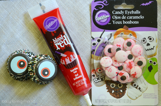 Bloody Eyeball Cupcakes for Halloween with  Wilton