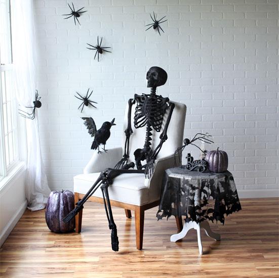 black-glitter-skeleton-halloween-scene