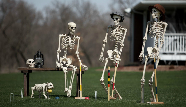 skeleton-croquet-halloween-scene