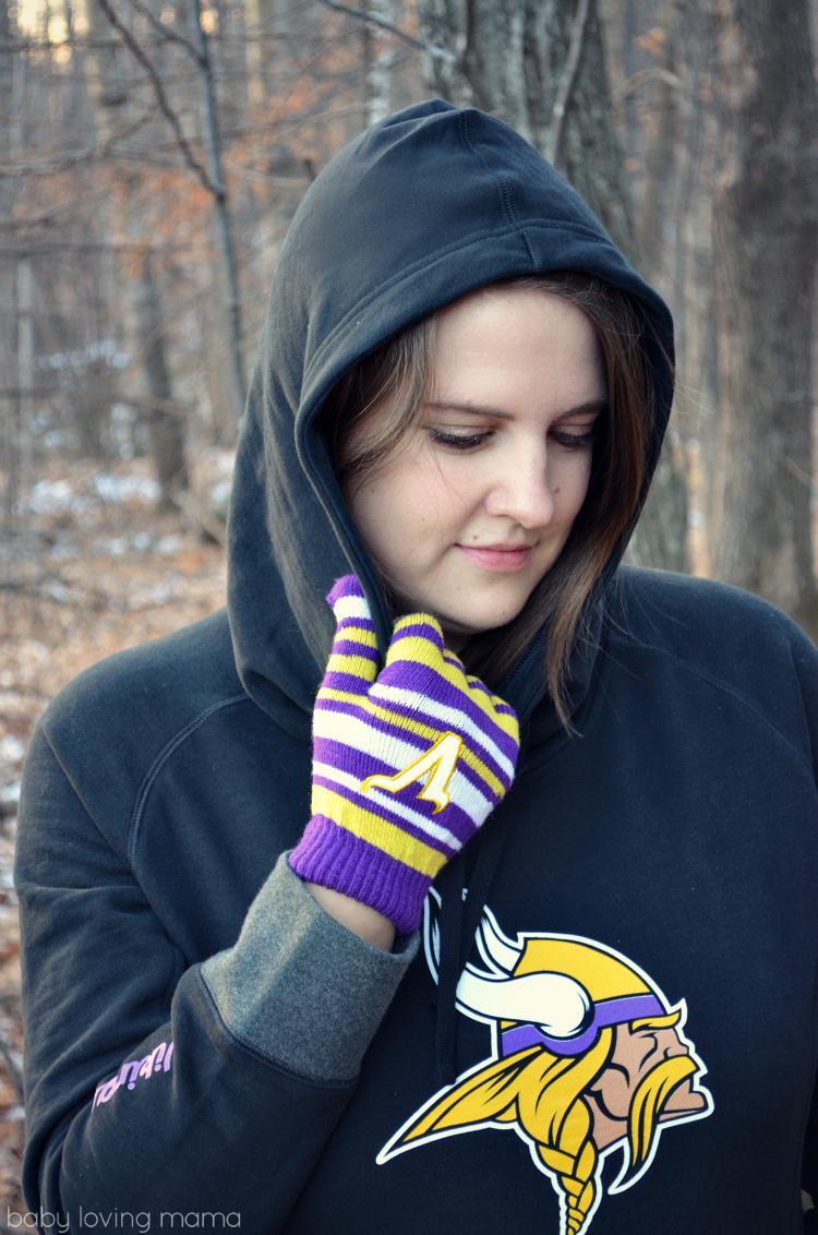 NFL Shop Womans Vikings Sweatshirt and Knit Gloves